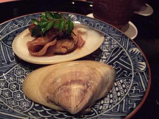 蛤蜊的醬汁燒,有著頗能引動食慾的焦香。