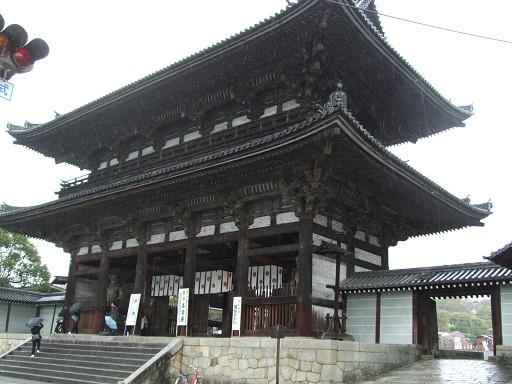 行程開始的第一天,我們走的第一個景點就是到仁和寺賞御室櫻。