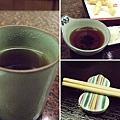 照例喝著熱茶等上餐(葫蘆型的筷架好可愛^O^)