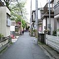 搭乘京阪電鐵在中書島站下車後,我們一路走過寧靜的住宅區。