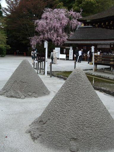 特殊的圓錐造型,則是以「神山」為藍本堆砌出來的。