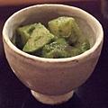 切成方塊的竹筍和蒟蒻,拌入用木の芽做成的綠色醬汁,一整個就是屬於春天的味道啊......^O^