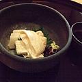 不敢吃生魚片的我們,就以帶有淡淡豆香的湯葉來代替。