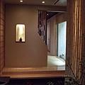踏進玄關,這一端,是和式座席和個室。
