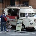 路邊可愛的小餐車,主打各式各樣讓人光看就忍不住要流口水的可麗餅。
