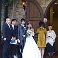 新娘子的笑容很幸福吶!
