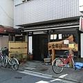 小巷裡的小餐廳,就在飯店的附近,可惜我們待的天數不多,不然或許能進去嚐嚐鮮。