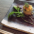 午間套餐的內容包含了兩道季節性前菜、湯品、魚料理、肉料理、御飯とお漬け物、甜點和飲料。