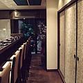 店內裝飾的壁紙來自「唐長」的唐紙。