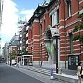 這棟興建於1906年,前身是舊日本銀行京都支社的歐風建築,則是京都文化博物館的別館。
