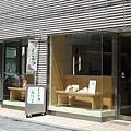圓臉娃娃「優佳雅」的三条分店,裡頭除了賣些女性愛用的商品之外,竟然同樣設有......咖啡廳。