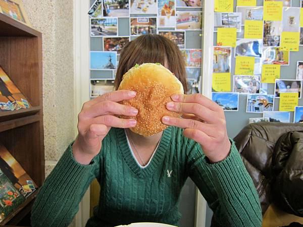 漢堡跟我臉一樣大