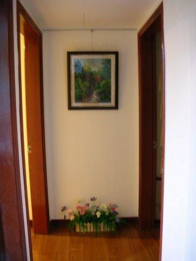 走廊盡頭媽媽的油畫