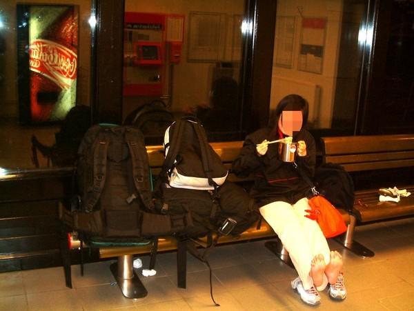 夜宿維也納車站.jpg