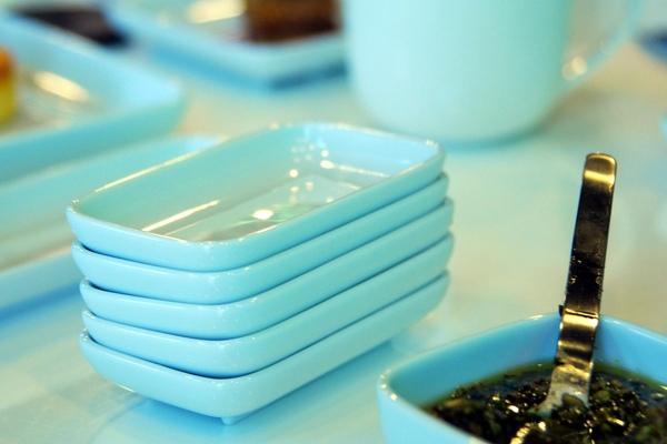 潔淨單純的餐具.jpg
