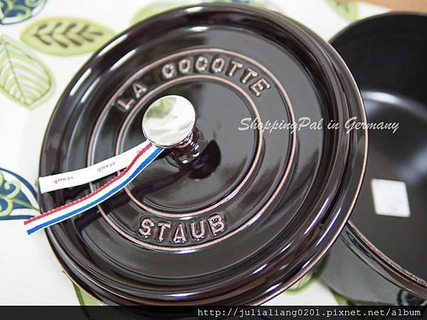 staub 圓形鑄鐵鍋 茄紫7浮水印.jpg