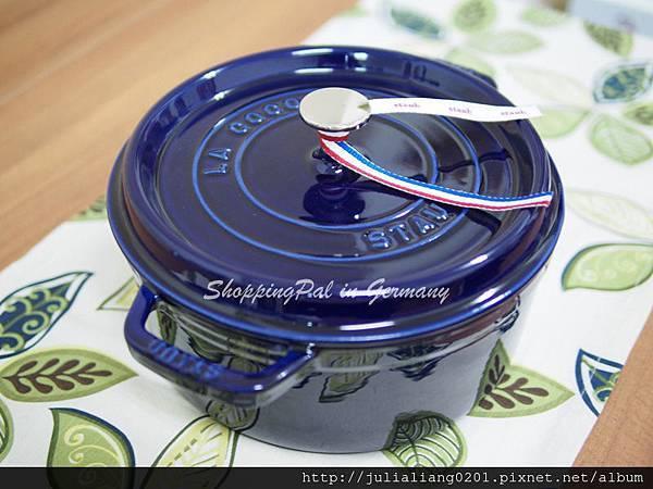 staub 圓形鑄鐵鍋 深藍1浮水印.jpg