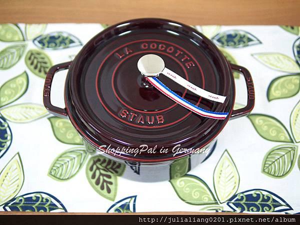 staub 圓形鑄鐵鍋 暗紅3浮水印.jpg