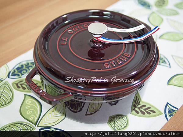 staub 圓形鑄鐵鍋 暗紅1浮水印.jpg