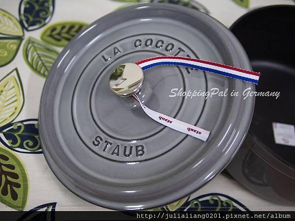 staub 圓形鑄鐵鍋 銀灰5浮水印.jpg