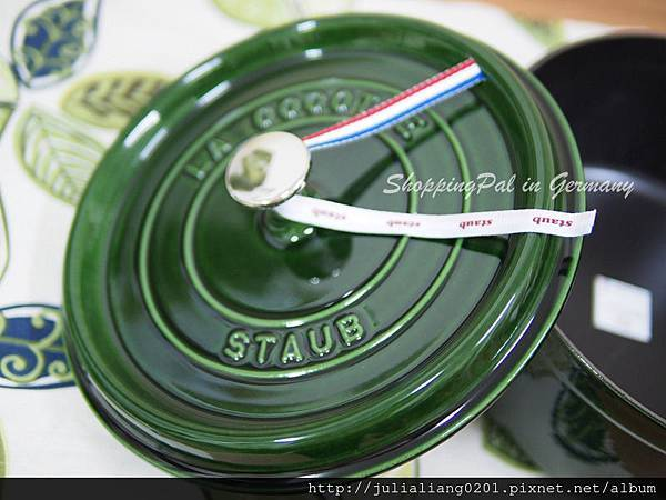 staub 圓形鑄鐵鍋 羅勒綠7浮水印.jpg