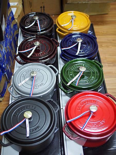 Staub圓型鑄鐵鍋系列.JPG