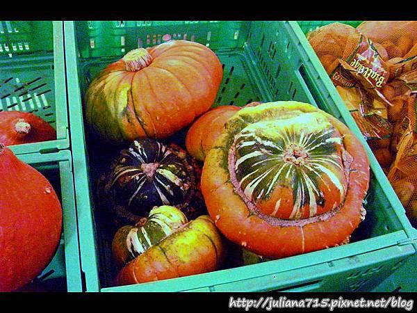 PhotoCap_08091371 超市內貨架.jpg