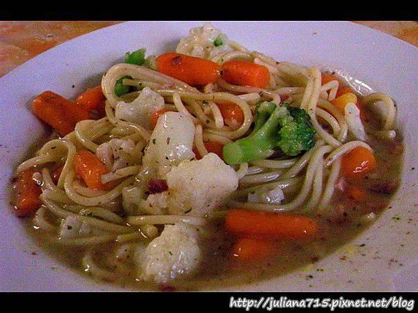 PhotoCap_08100724 晚餐 蔬菜義大利麵.jpg