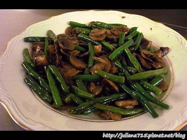 PhotoCap_08100802 晚餐 蘑菇炒四季豆.jpg