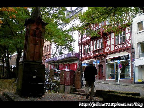PhotoCap_08100713 馬堡舊城街景 (Helen).jpg
