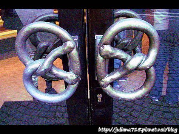 PhotoCap_08091545 馬堡街景麵包店門把.jpg