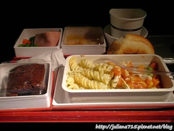 PhotoCap_08090511 飛機餐 (Helen).jpg