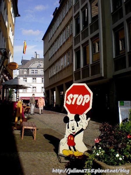PhotoCap_08091955 馬堡舊城街景招牌 (Helen).jpg