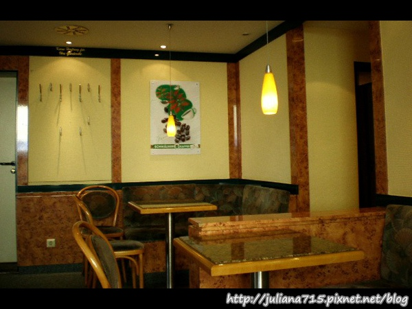 PhotoCap_08101002 麵包店 (Helen).jpg