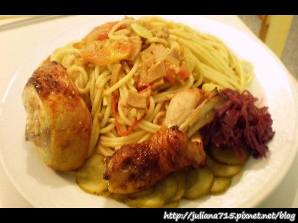 PhotoCap_08100316 午餐 蔬菜義大利麵蜂蜜烤雞 (Helen).jpg