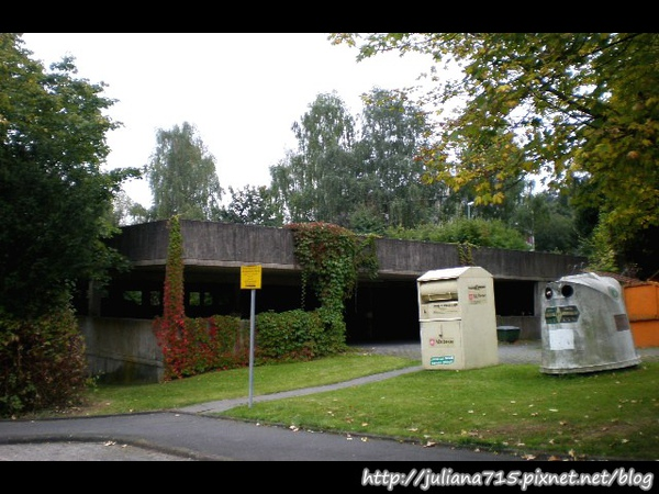PhotoCap_08092003 馬堡街景回收桶 (Helen).jpg