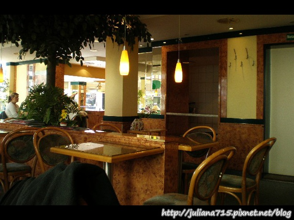 PhotoCap_08101001 麵包店 (Helen).jpg