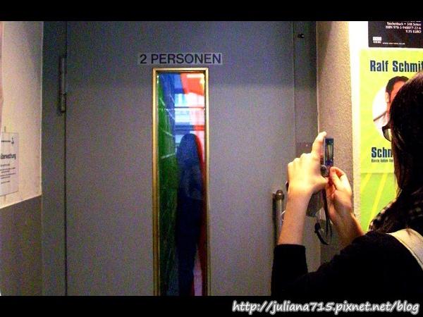 PhotoCap_08101501_2 雙人驚嚇電梯.jpg