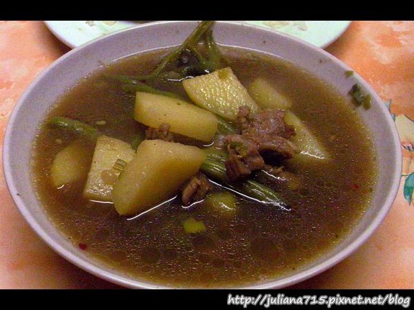 PhotoCap_08101105 晚餐 馬鈴薯豬肉四季豆雜煮.jpg