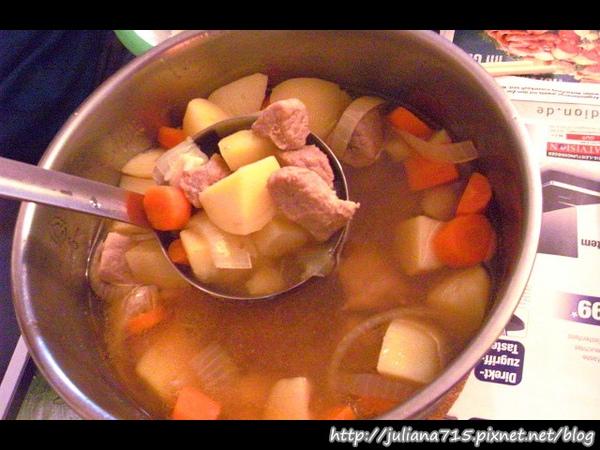 PhotoCap_08101208 晚餐 豬肉蔬菜雜煮.jpg