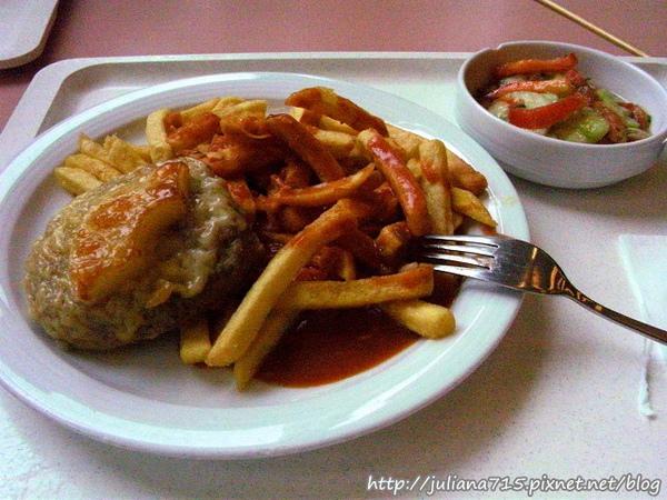 PhotoCap_08092401 午餐 學生食堂 肉餅薯條.jpg