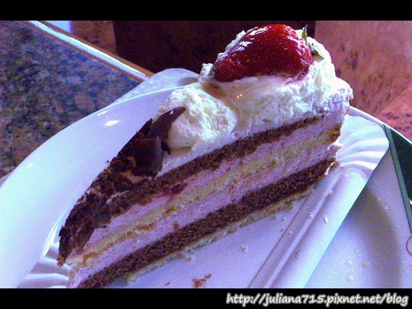 PhotoCap_08101005 午餐 草莓蛋糕.jpg