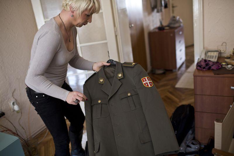 塞爾維亞變性軍官2