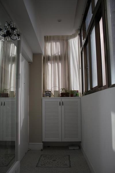 玄關小窗台