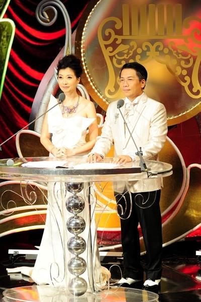 《第23屆傳藝金曲獎》主持人/黃嘉千、許傑輝(圖/台視提供)