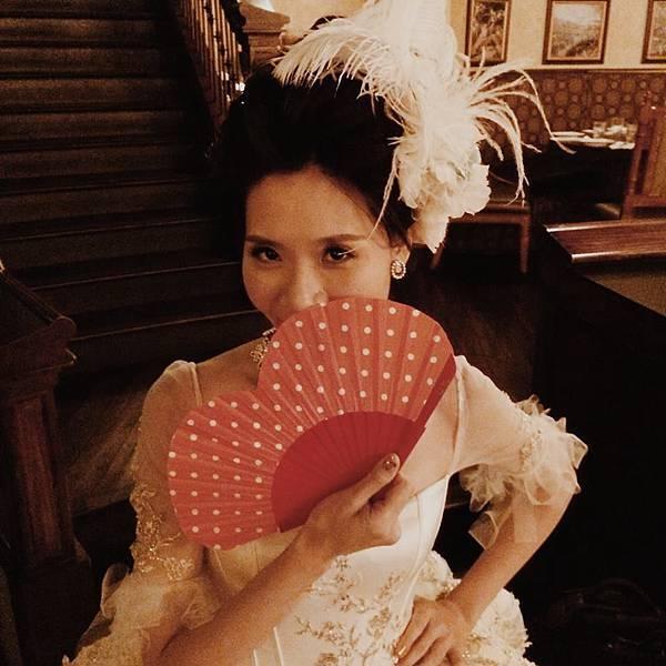 旺福樂團貝斯手推機的婚紗很宮廷風。(圖擷取自臉書)