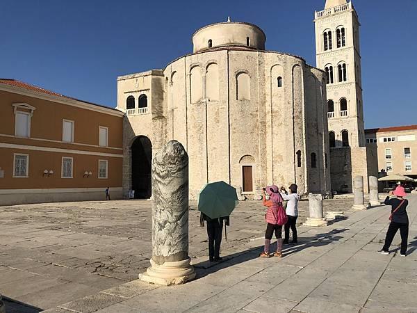 IMG_7911聖多納圖斯教堂(Church of St. Donatus)+羞恥柱.JPG