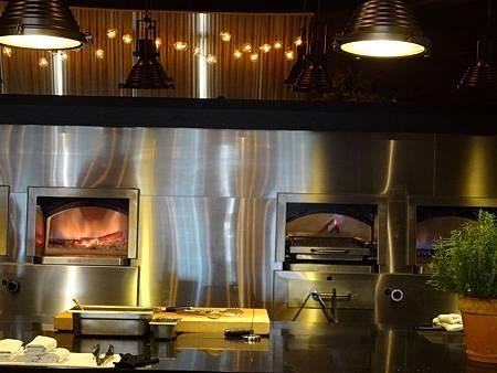 台中牛排推薦|橡木炙燒牛排館MEATGQ-由牛排教父指導餐廳