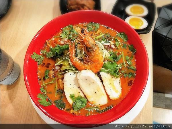 台中拉麵推薦|蝦蝦拉麵-超美味濃厚鮮蝦湯頭加麵還不用錢!