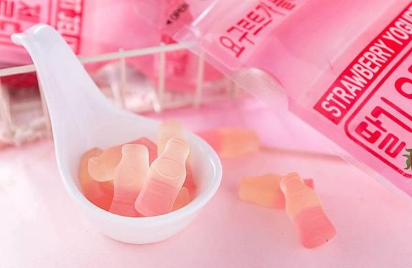 草莓養樂多軟糖.jpg